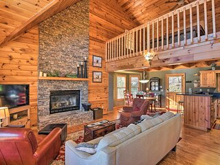 NEW! Luxe Mountain Cabin - Panoramic Mountain Views