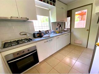 4 Bed Room 3 Bath House with Yard for Temporal Stay