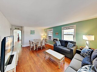 Beach House   Unit 7   New Kitchen & Furnishings   2.5 Blocks to Pier & Beach