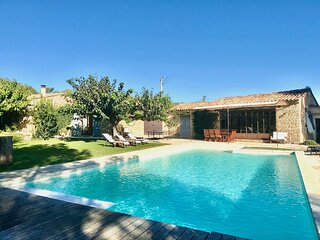 Provencal traditional mas with stunning view over the Luberon