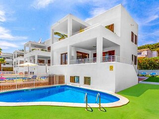 Pou Dor 3, 10 persons villa with private pool, only 200 meters from the beach