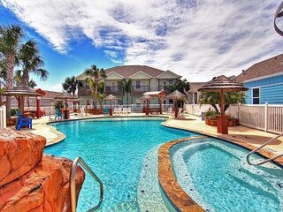 Fabulous condo right next to the lagoon pool!