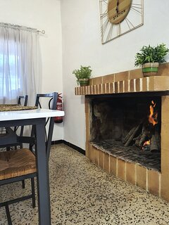 FIRE PLACE, DINNING ROOM