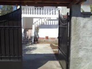Gezim Guest House, location de vacances à Korce County