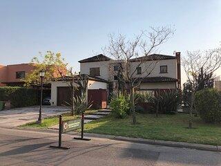 Excelente Casa Tipo Mexicana en Barrio cerrado San Agustin, Tigre