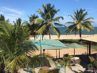Casa de frente para o Mar, pé na areia, 3 quartos sendo 2 suites espaço gourmet
