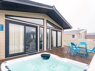 Alder Lodge with Hot Tub