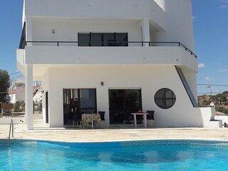 Villa El Maiten, Large Private Swimming Pool, Close To The Beach.