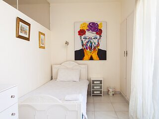 Beit El Rihab - 2bdr. Apartment in Hamra - by Cheez Hospitality, holiday rental in Khalde