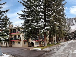 5 Bedroom Aspen Core property - Walk to Lifts (202992)