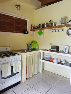 Well equipped kitchen Crockery/cutlery for 4,toaster, kettle, stove with grill, large fridge freezer