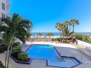 Beach Palms - Amazing updates, beach front, heated pool, BBQ, Family fun!