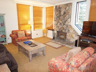 Fantastic 2 Bedroom Condo with Home Theater!  Easy Access to Slopes, Pool, and