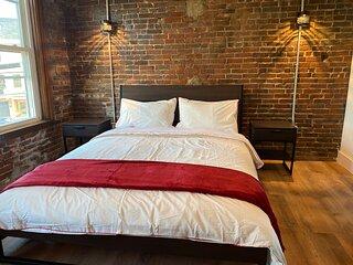 Stunning - modern 2 bedroom Victorian mansion pad