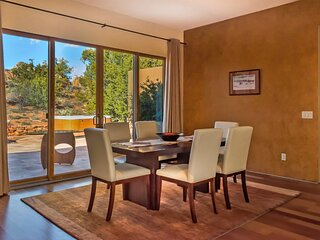 STUNNING THUNDER MOUNTAIN VIEWS** - LUXURY SPA, MODERN STYLE IN WEST SEDONA - Ca
