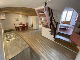 The Old Factory >Townhouse 20 Km  from Barcelona, 3 Km Maresme beaches
