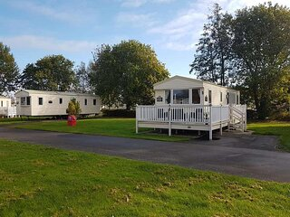 Superb 3 bed, 8 berth caravan with decking in Lincolnshire, ref 54009CB