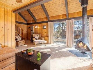 Aspen Paradise Adorable Bear Mtn Golf/Ski Chalet w/ Loft / New Kitchen / Foosbal
