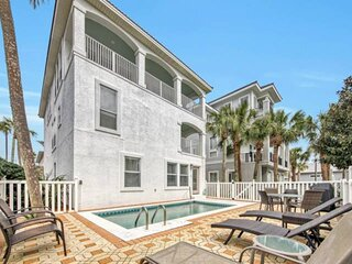100 Yards to Private Beach Access! Pool/Newly renovated/2 miles to Seaside/Walk