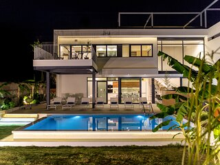 NRG Villas-Enjoy Luxury-only 5' on foot from beach!