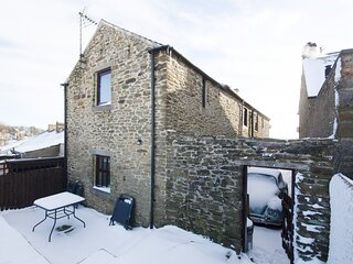 ROSE BARN, pet friendly, character holiday cottage, with a garden in