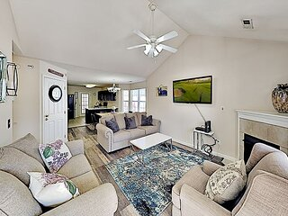 Peaceful All-Suite Mountain Getaway | 1 Mile to Attractions & Dining