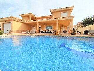 Villa with 4 bedrooms only 300 meters from the beach