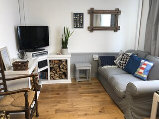 Dog friendly beachside cottage 4 minutes walk to the beach Sleeps 7