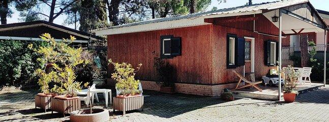 Bungalow con giardino privato recintato a due passi dal mare, vacation rental in Santa Venere