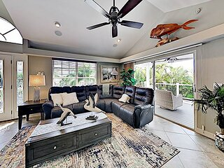 Remodeled Canal-Front Hideaway | Lanai with Sunset Views | 5 Mins to Beach