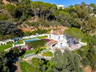 Romantic luxury retreat villa with great sea views