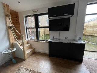 2 Bed sleep 4 Self Contained House