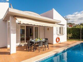 Villa Laura: Large Private Pool, Walk to Beach, Sea Views, A/C, WiFi