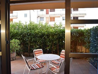 APARTMENT ESCOLES, LOCATED IN THE CENTER OF PLATJA D'ARO, WITH PRIVATE PARKING