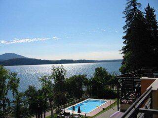 Ferdy in a panoramic position near Stresa with private beach in residence