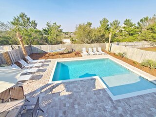 New Large Pool! FREE 6 Passenger Golf Cart! Gated Community! Close to the Beach!