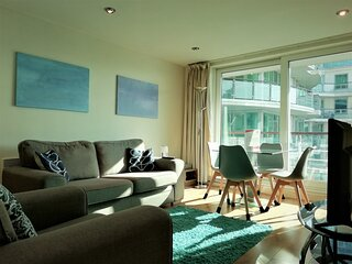 Still Life Vauxhall Deluxe Two-Bedrooms Apartment