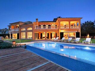 Villa Luna Suites,  villa exclusiva frente al mar en area residencial