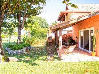 Casa com wifi a 2 min a pé da praia de Guaecá