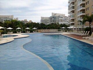 Riviera: Apto com wi-fi, espaco gourmet e piscina
