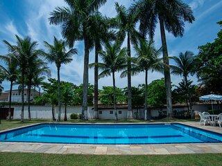 Casa grande e iluminada, com piscina, no Guarujá