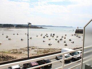 A ERQUY, a proximite du port, en bordure de la plage du centre