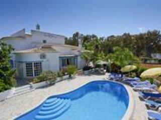 Villa Cabrita - Superb location, large villa, Ttennis, walk to restaurant, beach