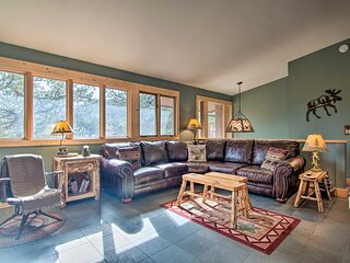 NEW! Estes Park Home w/ BBQ < 1 Mi to Lake & Dtwn!