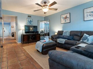 New Listing Townhouse-Beach/Snorkeling/Fishing/Diving/Surfing-Walk Everywhere!