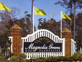 Beautiful Luxury Condo Located on Magnolia Greens Golf Course