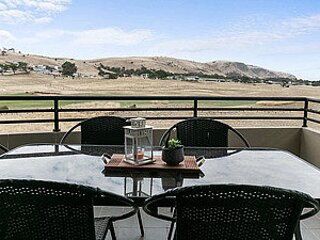 Front 9 then Dine - 3/61 St Andrews Boulevard, holiday rental in Normanville