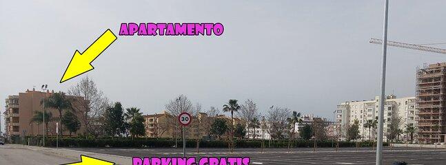 Más de 300 aparcamientos gratis al lado del apartamento