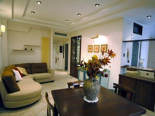 Modern lodging in Rome,A/C,high speed WI-Fi,suburb area,near bus and metro stops
