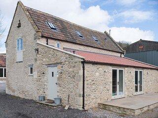 Middle Barn, Dyrham near Bath - sleeps 6 guests  in 3 bedrooms